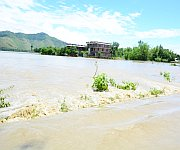 Breached portion of Imphal River bank at Kyamgei Muslim Oinam Loukon #1 :: Gallery