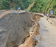 Landslide and Pathetic condition of Imphal-Jiribam Highway :: Gallery