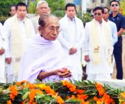 127th Patriots' Day :  Floral Tributes at  Thangal General Temple :: Gallery